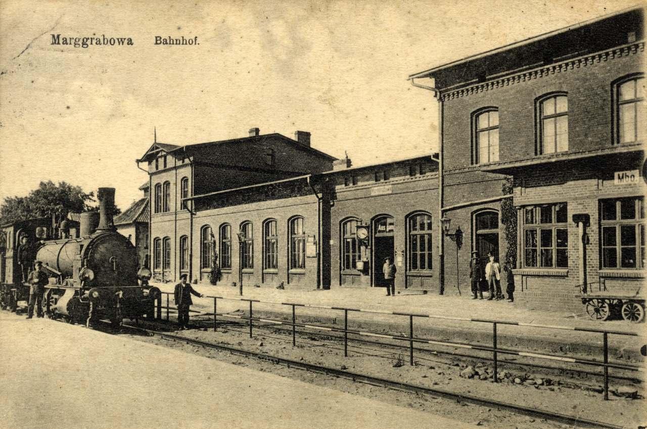Perony w Olecku.