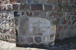 Kamień węgielny pod pomnikiem wojennym.