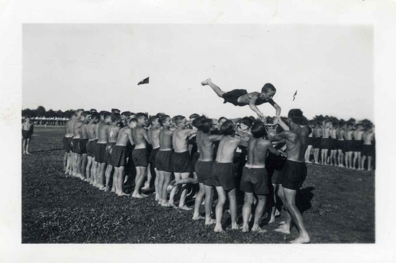 Sport w służbie dyktatury.