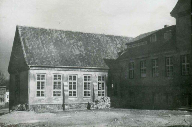 Odbudowana szkoła.