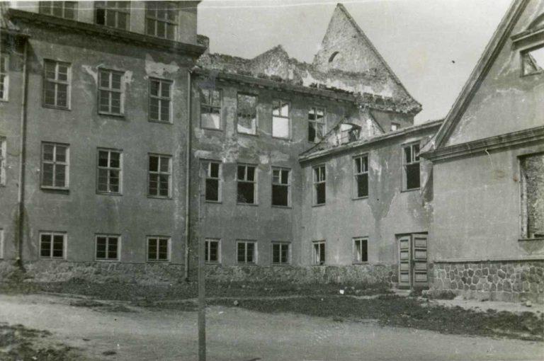 Spalona szkoła.