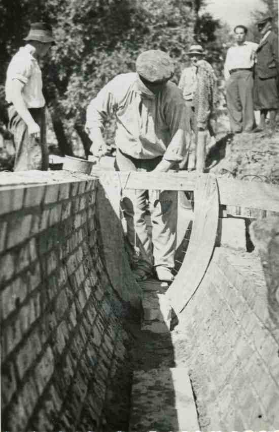 Wilno, murowanie kanału pod szablon.