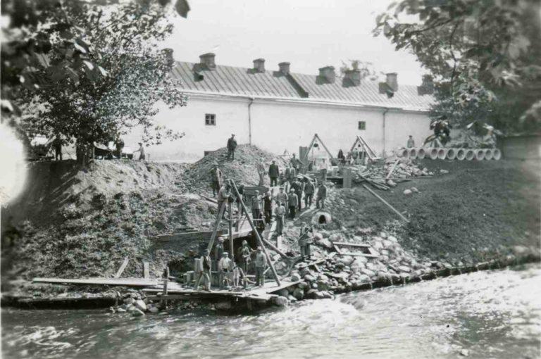 Wilno, budowa syfonu na Zarzeczu, prawy brzeg rzeki Wilenki od ulicy Młynowej.