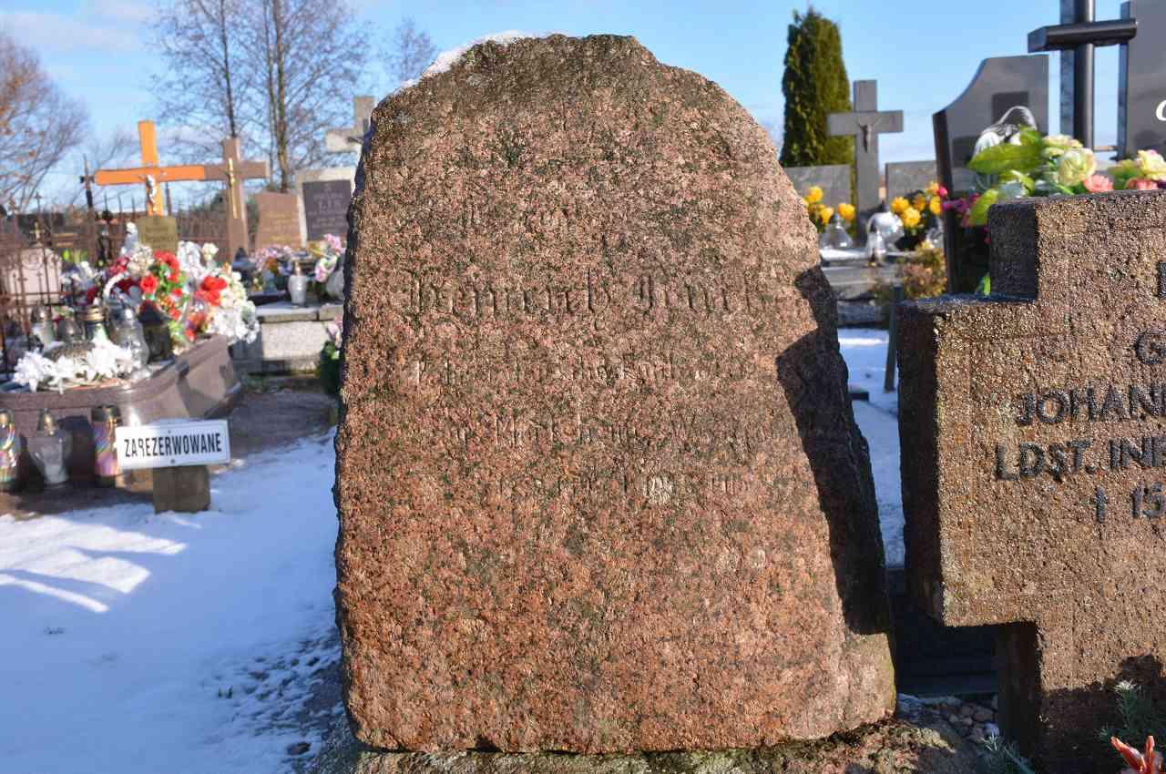 Kamień z nazwiskiem Heinrich Rüther.