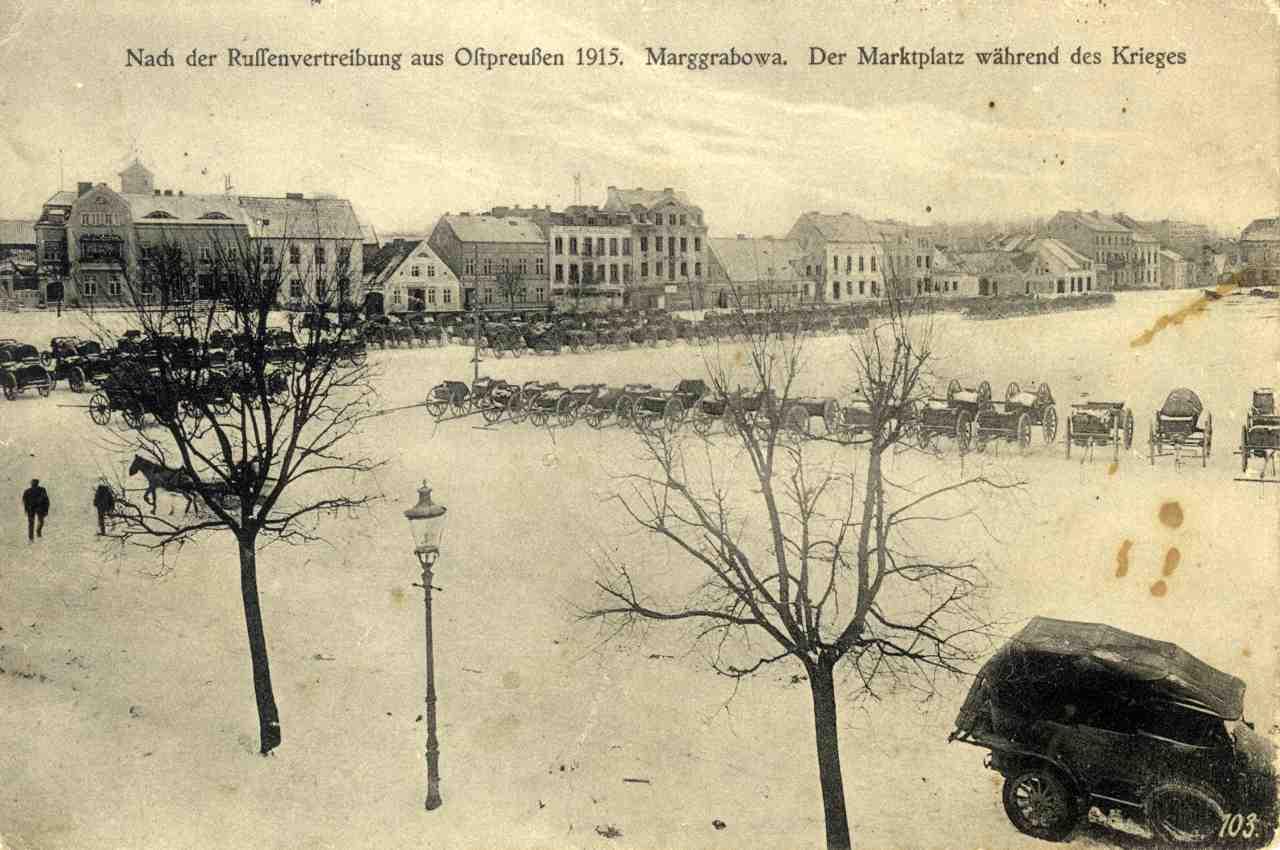 Rynek w zimowej scenerii.