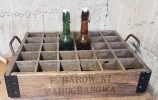 Drewniana skrzynka z zakładu F. Barowskiego.