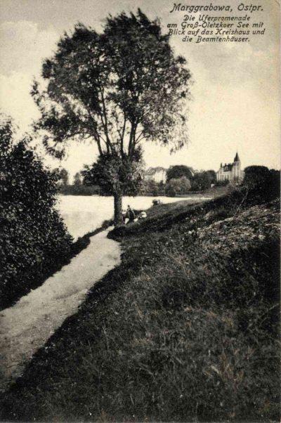 Promenada nad jeziorem Olecko Wielkie.